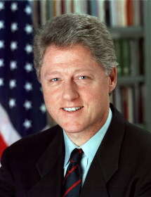 Bill Clinton / Author : Bob McNeely, The White House / CC BY-SA (https://creativecommons.org/licenses/by-sa/3.0)