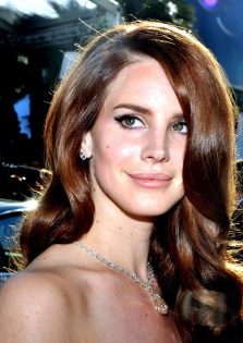 Lana Del Rey / Author : Georges Biard / CC BY-SA (https://creativecommons.org/licenses/by-sa/3.0)