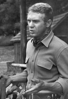 Steve McQueen / Author : CBS Television, 08/1959 / CC BY-SA (https://creativecommons.org/licenses/by-sa/3.0)