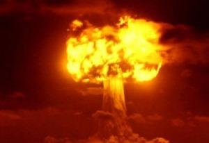 Pluton a été découvert lors de l'invention de la bombe atomique; il est en analogie certaine avec sa force et ce déchaînement de puissance fantastique