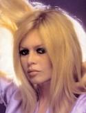 Et Dieu créa la Femme : la sublime Brigitte Bardot, le mythe français du XXième siècle, la gloire dans les années 60 et 70, avec pour elle un Neptune en 9, en carré exact de sa Lune : les voyages ou les grandes causes n'ont pas forcément eu de retombées positives immédiates ou faciles dans sa vie.