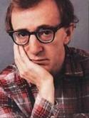 Woody Allen, un humour et une finesse incroyables, un mythe. L'intellectuel citadin raffiné à la recherche des crises : la grande croix Pluton opposé Mars dans l'axe 5/11, Vénus opposé Uranus ! Le cas typique d'une personnalité qui ne peut que bouger... ou déprimer. Un thème des plus dynamiques.